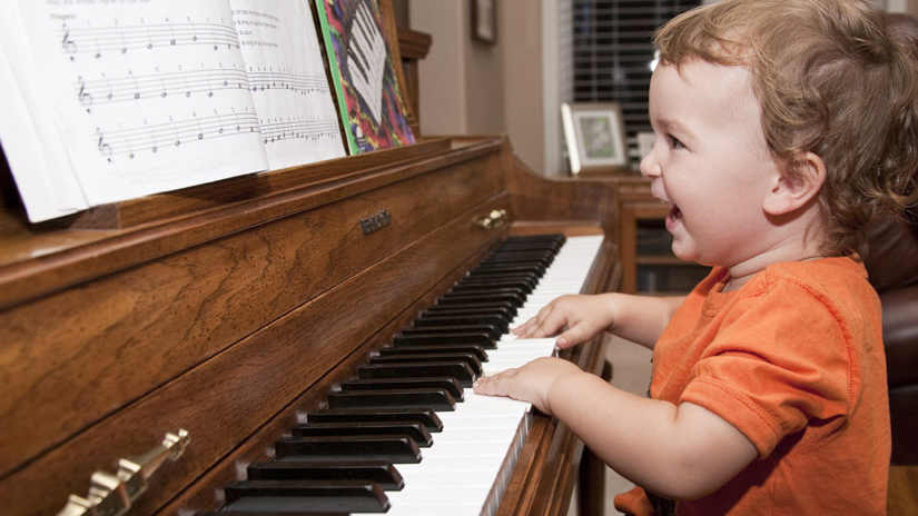 4 Ways Learning Piano Benefits Your Brain