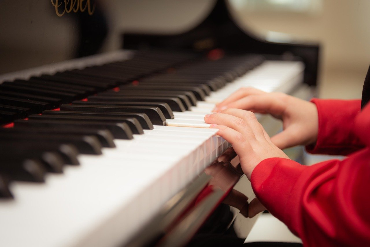 Playing piano with small hands