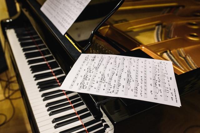 self teaching piano